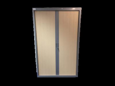 armoire-a-rideaux-bois-clair