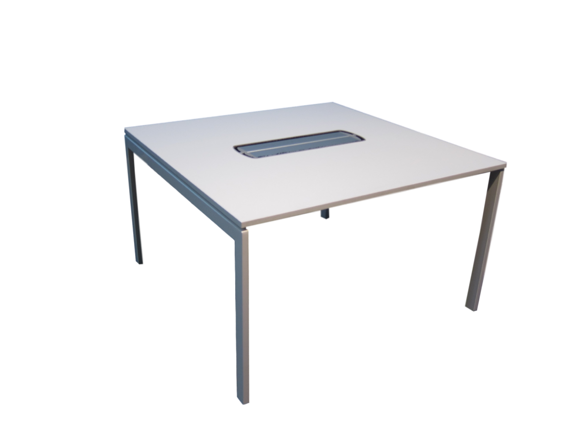 Table de r union carr e kinnarps adopte un bureau for Table bureau