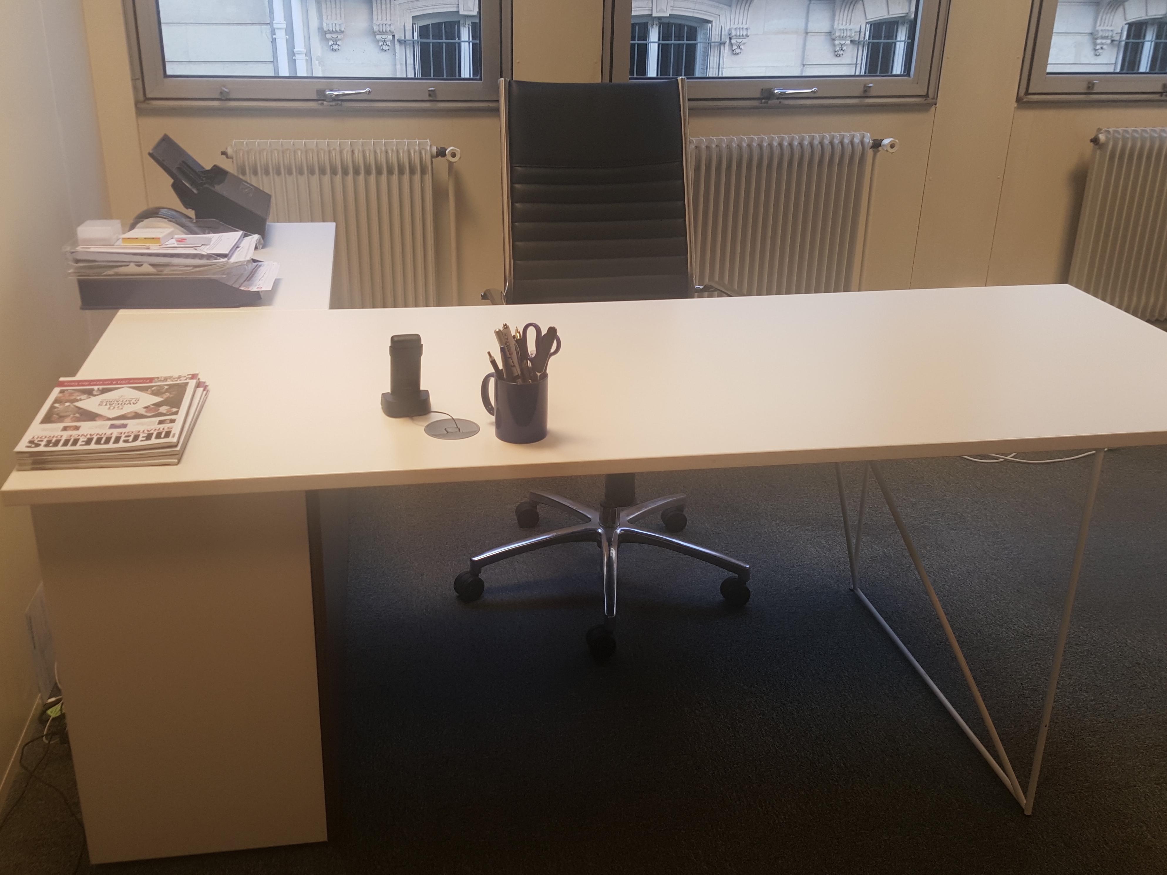 Bureau droit blanc et fauteuil de direction lot adopte for Mobilier bureau occasion 64