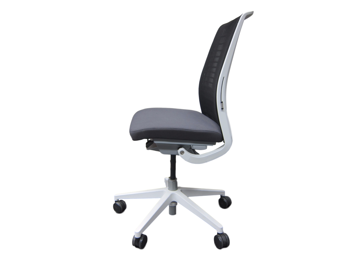 fauteuil steelcase think v2 mod le d 39 expo adopte un bureau. Black Bedroom Furniture Sets. Home Design Ideas