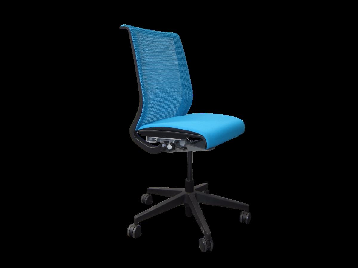 fauteuil de bureau habitat fauteuil de bureau a roulettes hugo noir habitat et jardin pas cher. Black Bedroom Furniture Sets. Home Design Ideas
