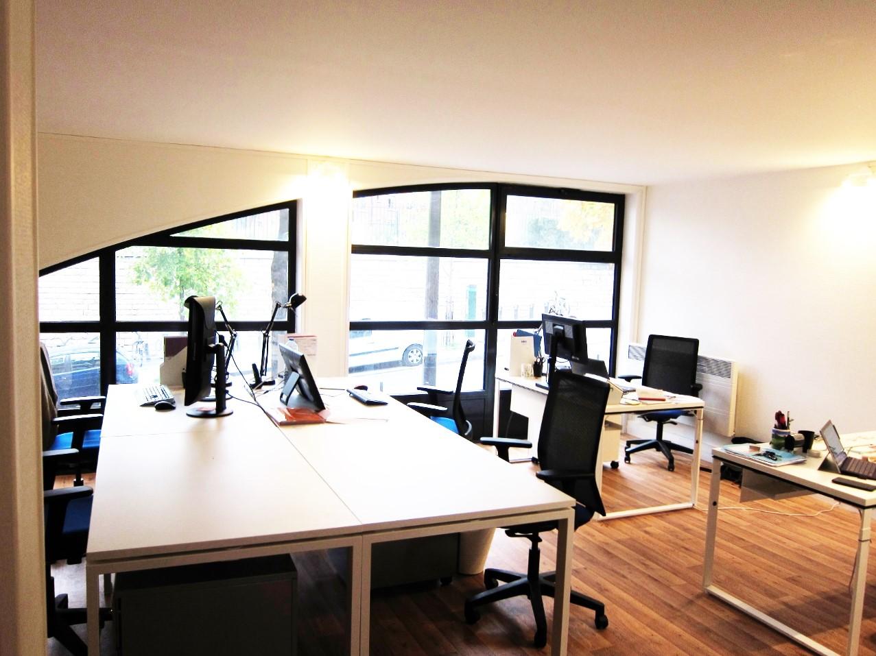 exemple am nagement aub 1 modifi adopte un bureau. Black Bedroom Furniture Sets. Home Design Ideas