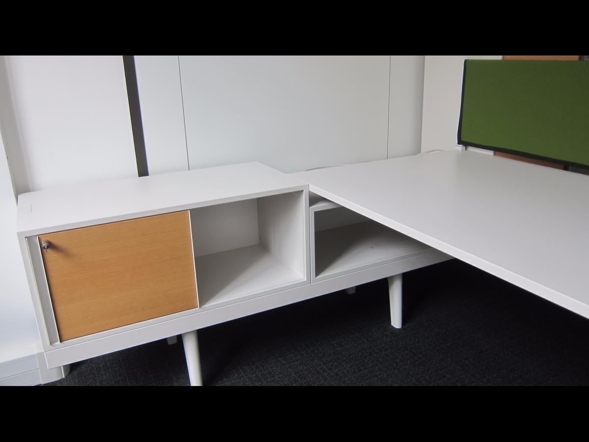 bureau de direction vitra adopte un bureau. Black Bedroom Furniture Sets. Home Design Ideas