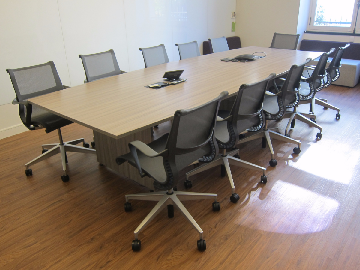 Table de r union herman miller 10 12 personnes adopte un for Dimension table 6 personnes