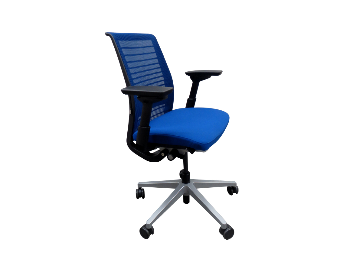 fauteuil de bureau steelcase think si ge d 39 exposition adopte un bureau. Black Bedroom Furniture Sets. Home Design Ideas