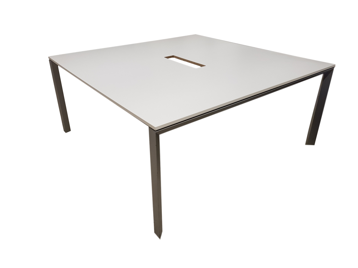 Table de r union blanche 6 8 personnes occasion adopte for Table de bureau blanche